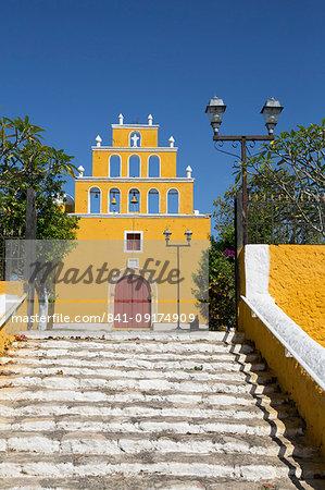 Church of San Pedro Apostol, founded 17th century, Tekal de Venegas, Yucatan, Mexico, North America