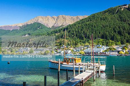 Yacht on Lake Wakatipu, Bobs Peak and Mount Hanley, Queenstown, Otago, South Island, New Zealand, Pacific