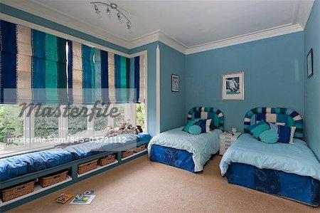 Brilliant Spacious Boys Bedroom With Windowseat In Large Bay Window Frankydiablos Diy Chair Ideas Frankydiabloscom
