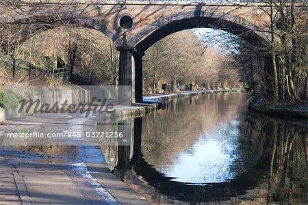 Macclesfield Bridge, aka 'Blow up Bridge', Regent's Canal, near Regent's Park, London, NW1, England