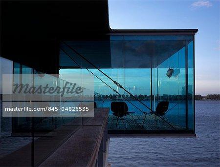 Borneo Island Flats, Amsterdam. 1996-2000. Overhanging glazed veranda. Architects: Dick Van Gameren Architects