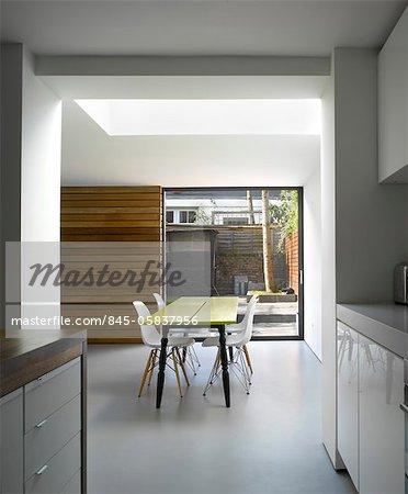 Dining area of Islington house extension, Paul Archer Design, London, UK. Architects: Paul Archer Design