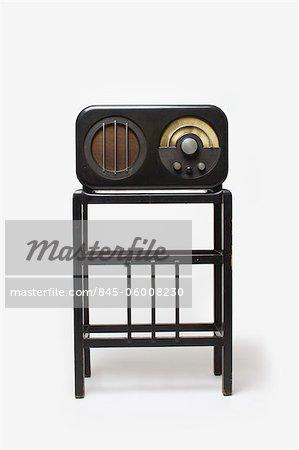 Ekco AC85 Radio Receiver and Stand, 1934, manufactured by E.K.Cole Ltd. Designer: Serge Chermayeff