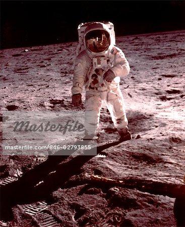 APOLLO-11 - ALDRIN WALKING NEAR LUNAR MODULE