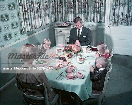 1950s FAMILY SAYING GRACE BEFORE THANKSGIVING TURKEY DINNER MOTHER ...