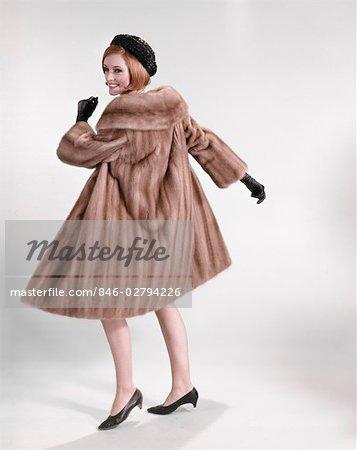1960s WOMAN WEARING MINK FUR COAT BLACK HAT SHOES GLOVES TURNING TO LOOK OVER SHOULDER