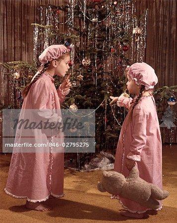 1970s RETRO CHILDREN GIRLS TREE DECORATE PAJAMAS TEDDY BEAR