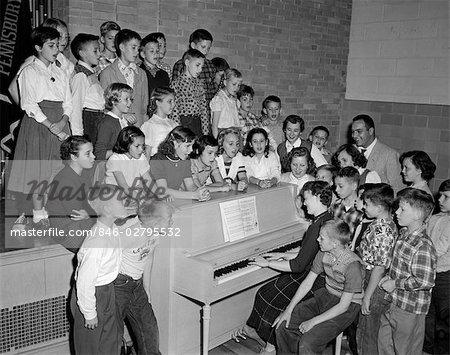 1950s GROUP SCHOOL KIDS BOYS GIRLS PIANO SINGING TEACHER PLAYS CHOIR CHORUS REHEARSAL PRACTICE SING PENN VALLEY