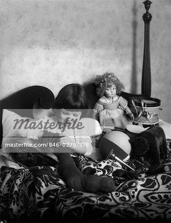 GIRL CHILD BED STOCKING TOYS DOLLS STUFFED ANIMALS DRUM RETRO 1940s 1950s