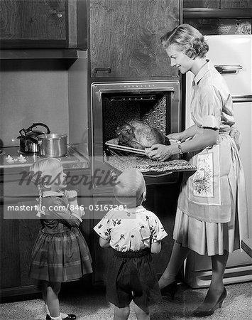 1950s MOTHER CHILDREN TURKEY THANKSGIVING DINNER HOLIDAY