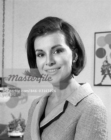 1960s BRUNETTE WOMAN SMILE