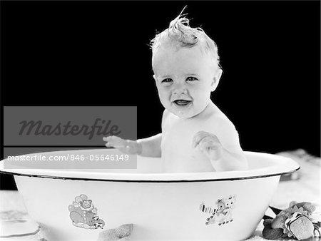 1930s - 1940s SMILING HAPPY BABY SITTING IN ENAMELED TIN BATHTUB
