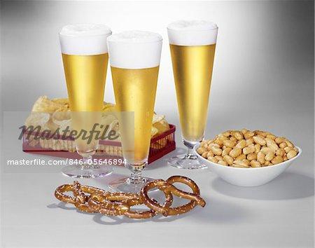 1950s - 1960s THREE PILSNER GLASSES OF BEER  PRETZELS  PEANUTS  POTATO CHIPS