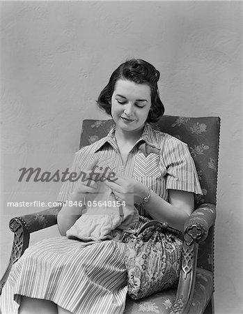 1930s - 1940s BRUNETTE WOMAN KNITTING SITTING IN ARMCHAIR
