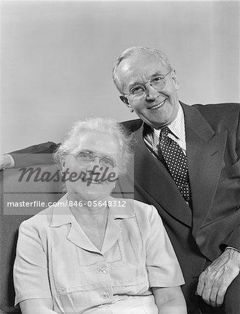1940s - 1950s PORTRAIT HAPPY SMILING OLDER RETIRED COUPLE