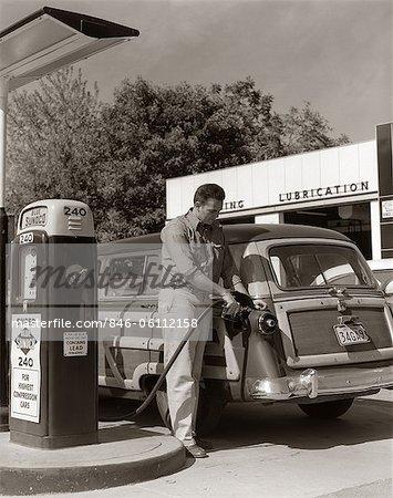 1950s SERVICE STATION ATTENDANT MAN FILLING GAS TANK OF WOOD BODY STATION WAGON