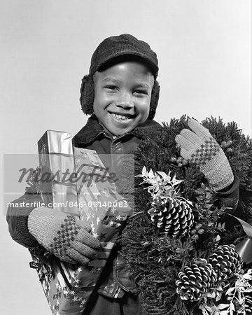 1940s AFRICAN AMERICAN BOY CHRISTMAS PRESENTS WREATH