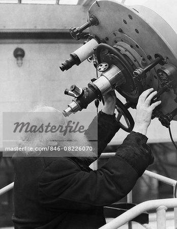 1930s BEARDED MAN ASTRONOMER LOOKING THROUGH PLANETARIUM LARGE TELESCOPE