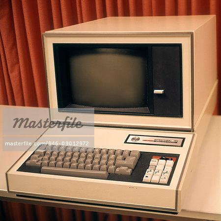 1960s 1970s COMPUTER TERMINAL RCA SPECTRA 70 VIDEO DATA TERMINAL COMPUTERS APPLIANCES TECHNOLOGY