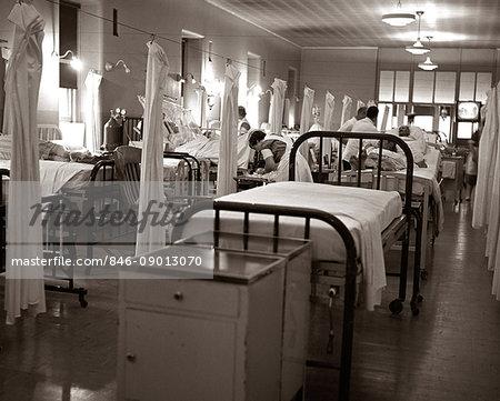 1950s 1960s CROWDED HOSPITAL WARD BEDS NURSES DOCTORS PATIENTS