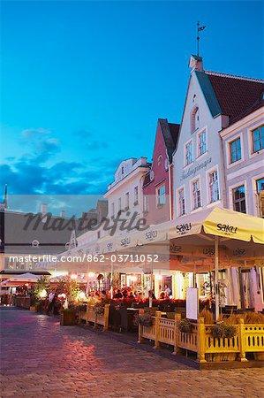 Estonia, Tallinn, Outdoor Cafes In Town Hall Square (Raekoja Plats) At Dusk
