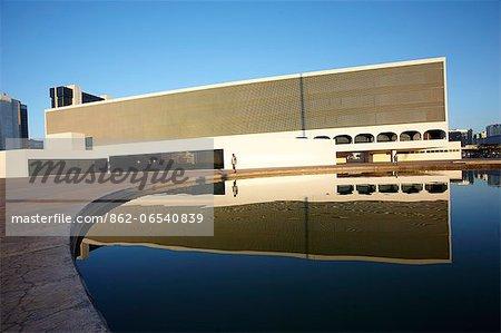 South America, Brazil, Brasilia, Distrito Federal, Leonel de Moura Brizola National Library on the Esplanada dos Ministerios by Oscar Niemeyer