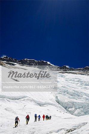 Asia, Nepal, Himalayas, Sagarmatha National Park, Solu Khumbu Everest Region, climbers on the Lhotse Face