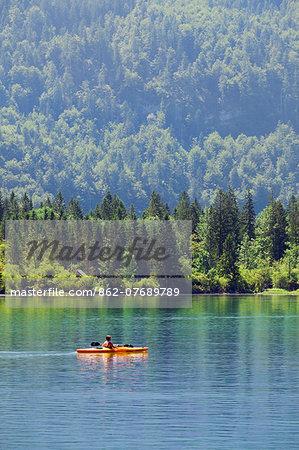 Austria, Osterreich. Upper Austria, Oberosterreich. Traunsee lake.