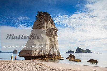 Couple at Cathedral Cove, Coromandel Peninsula, North Island, New Zealand