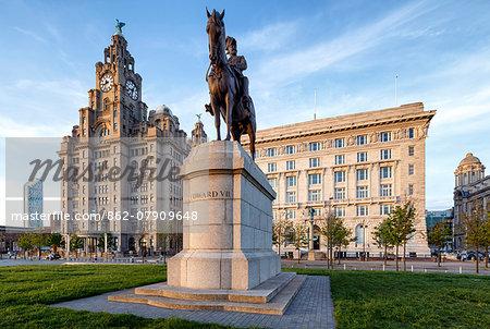 Europe, United Kingom, England, Lancashire, Liverpool, Liver Building and Cunard Building