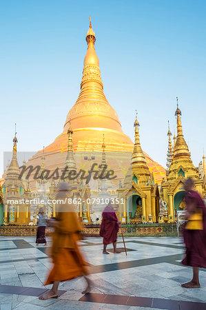 Myanmar, Yangon. Buddhist monks walking near the Shwedagon pagoda (MR)