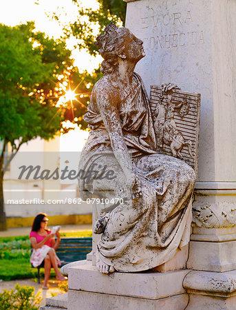 Portugal, Alentejo, Evora, woman reading in park   (MR)