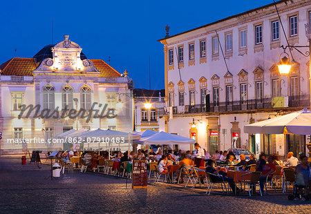 Portugal, Alentejo, Evora, Giraldo Square at night