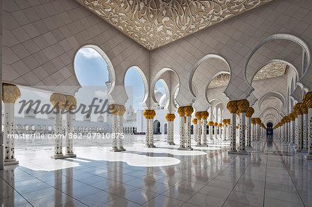 Internal view of the arcade of the Sheikh Zayed Mosque, Al Maqta district of Abu Dhabi, Abu Dhabi, United Arab Emirates.
