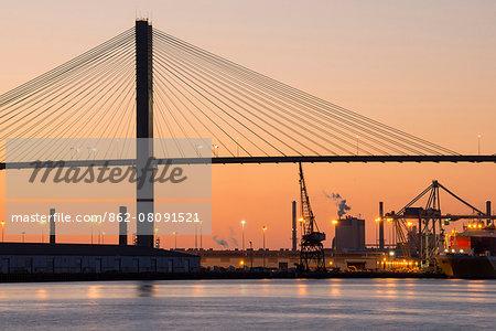 USA, Georgia, Savannah, Talmadge Memorial Bridge over Savannah river at dusk