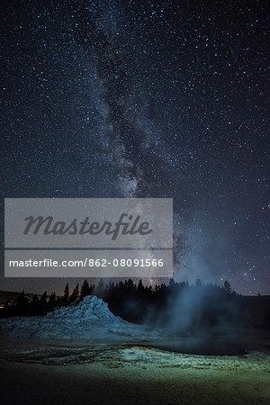 USA, Wyoming, Rockies, Rocky Mountains, Yellowstone, National Park, UNESCO, World Heritage, Castle geyser, upper geyser basin at night