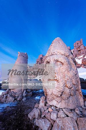 Turkey, Eastern Anatolia, Nemrut Dagi (Mount Nemrut),  UNESCO, Antiochos Sanctuary, eastern terrace, Head of Apollon and Zeus Oromasdes