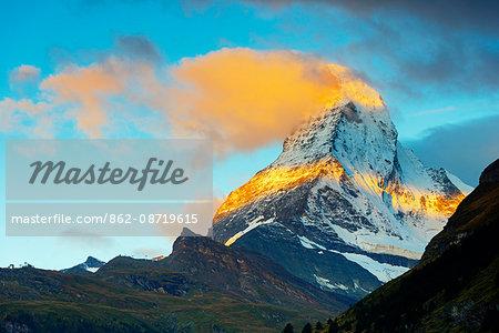 Europe, Switzerland, Valais, Zermatt, Matterhorn (4478m), sunrise