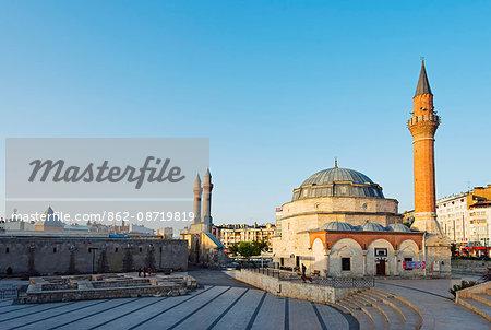 Turkey, Central Anatolia, Sivas, Twin minarets of Cifte minare medressah and Kale camii