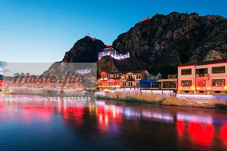 Turkey, Central Anatolia, Amasya, Hatuniye Mahallesi historic neighbourhood on the river Yesilirmak