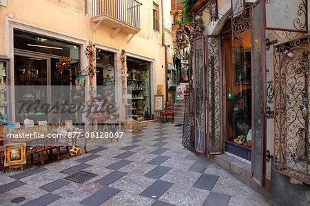 Italy, Sicily, province of Messina, Taormina, corso Umberto 1