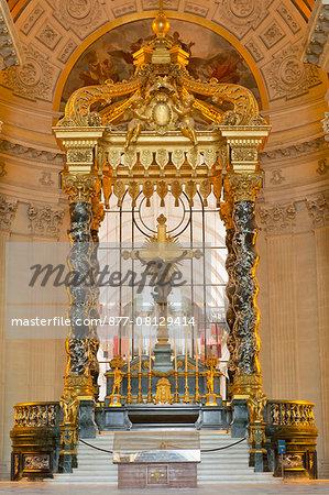 France. Paris 7th district. Invalides. The church Saint Louis des Invalides, built between 1677 and 1706. Architect: Jules Hardouin-Mansart. The canopy of the  high altar