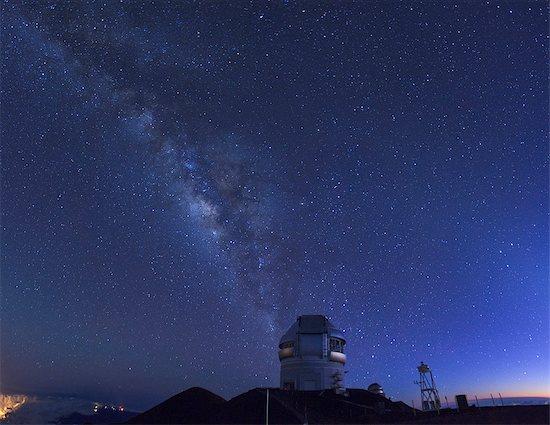 Hawaii, Mauna Kea Observatory Stock Photo - Premium Royalty-Free, Image code: 6106-07594006