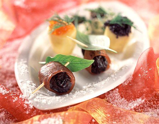 Christmas platter Stock Photo - Premium Royalty-Free, Image code: 652-01669092